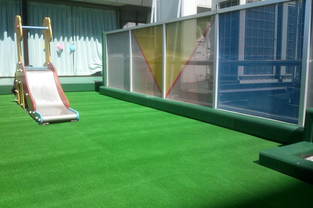 屋外防護マット ラテリアPU 東京都千代田区企業内保育室